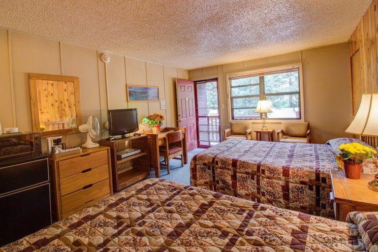Castle Estes Park Motel Rooms-3
