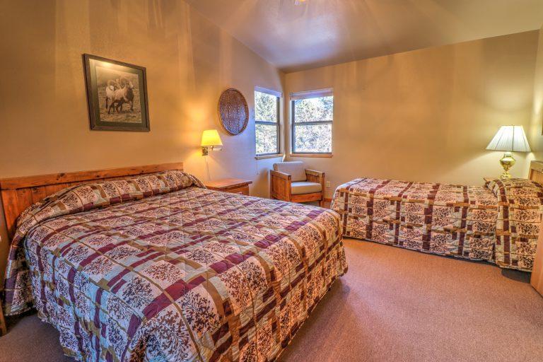 Castle Spruce Estes Park Cabins-1